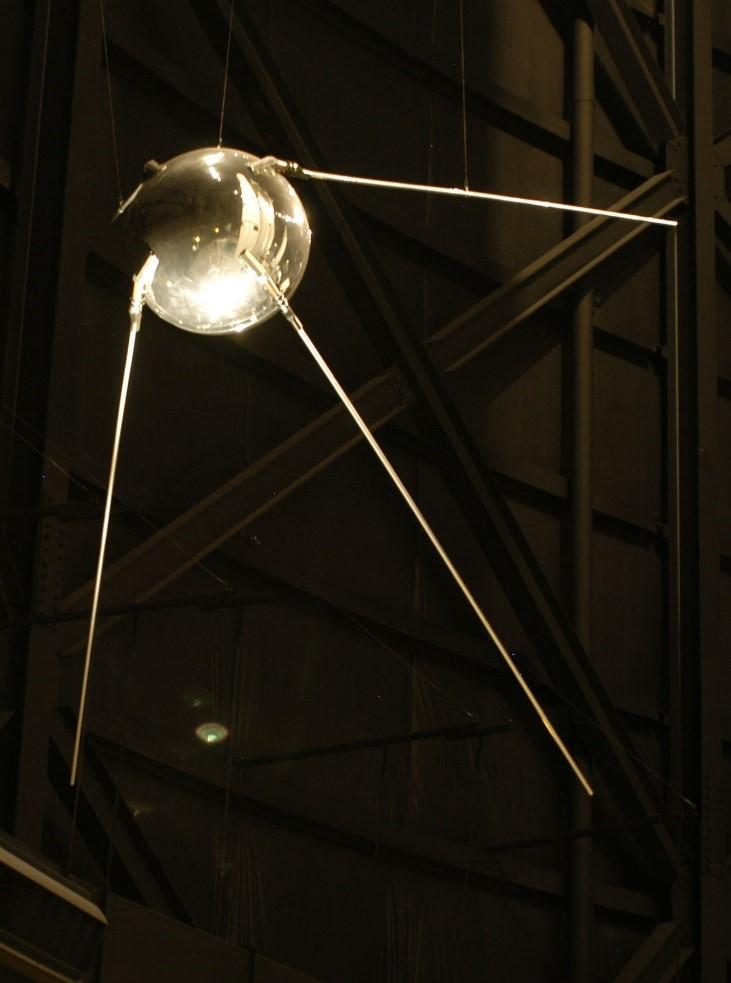 Satélites - Uma réplica do Sputnik 1